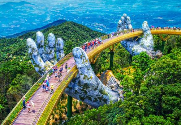 Il-nuovo-incredibile-Golden-Bridge-in-Vietnam-Collater.al-1